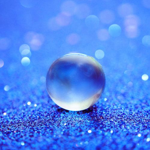 MPG Website Blue Droplet Image
